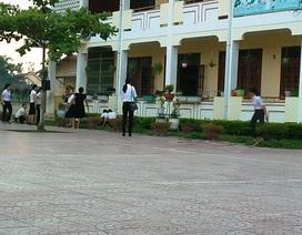 Tạm đình chỉ công tác thầy giáo xông vào trường học hành hung cả vợ lẫn đồng nghiệp