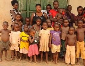 Khó tin bà mẹ một mình nuôi dưỡng gần... 50 người con