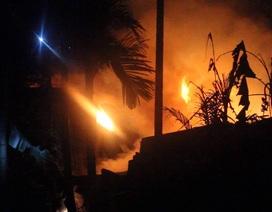 Hàng xóm cứu cụ già 80 tuổi trong căn nhà bị cháy