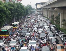 """Người và xe """"xếp"""" kín đường Nguyễn Trãi trong sáng đầu tuần"""