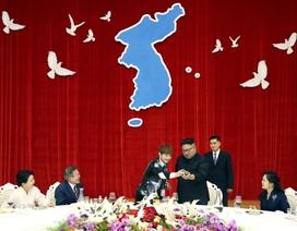 Ông Kim Jong-un tham gia màn ảo thuật trong tiệc chiêu đãi Tổng thống Hàn Quốc