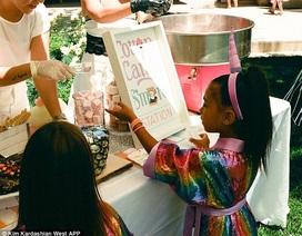 Kim Kardashian chia sẻ hình ảnh tiệc sinh nhật của con gái