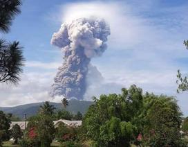 Núi lửa phun khói bụi sau động đất/sóng thần ở Indonesia