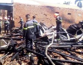 Hỏa hoạn thiêu rụi 3 căn nhà liền kề