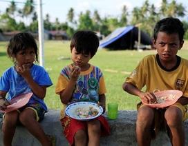 """Người Indonesia bới rác tìm đồ ăn ở thành phố """"chết chóc"""" sau thảm họa"""