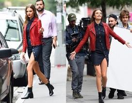 Siêu mẫu Victoria's Secret khoe chân dài trên phố