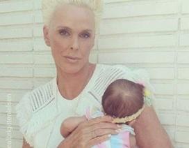 Người mẫu 55 tuổi nhanh chóng lấy lại dáng sau khi sinh con