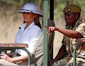 Chiếc mũ gây tranh cãi của đệ nhất phu nhân Mỹ tại châu Phi