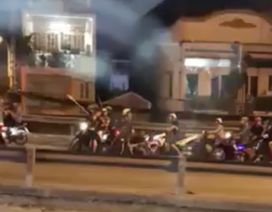Gần 50 thanh niên lăm lăm mã tấu dàn trận chém nhau ở Sài Gòn