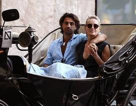 Sharon Stone hạnh phúc bên bồ trẻ