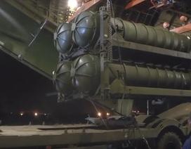 """Video Nga chuyển """"rồng lửa"""" S-300 cho Syria trong đêm"""