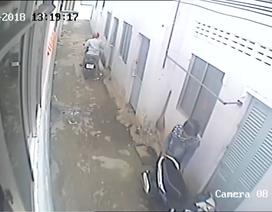 Camera ghi lại cảnh 2 nam thanh niên trộm xe máy ở nhà trọ