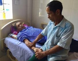 Ánh mắt cầu cứu của người cha có 2 đứa con thập tử nhất sinh