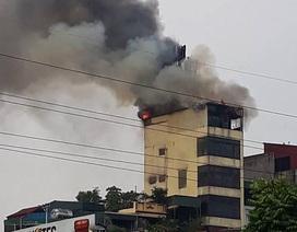 Hà Nội: Nhà 9 tầng cháy lớn ở Hào Nam là quán karaoke vừa bị đình chỉ