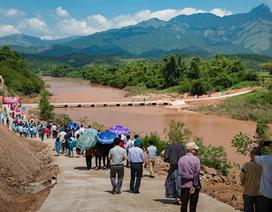 Khánh thành cầu tràn từ đóng góp của học sinh trường Ngôi Sao Hà Nội