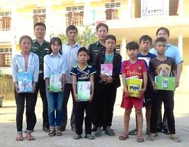 Chiến sĩ biên phòng Châu Khê vận động học sinh bỏ học trở lại trường