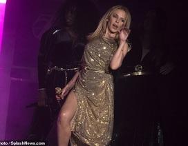 Kylie Minogue: 50 tuổi vẫn trẻ trung, lôi cuốn
