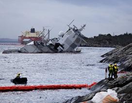 Na Uy bất lực nhìn tàu chiến gần nửa tỷ USD chìm dần sau va chạm tàu dầu