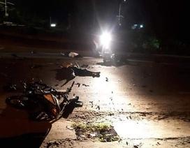 """Hai xe máy đâm nhau """"tan nát"""", 3 thanh niên chết thảm"""
