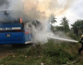 Xe khách bốc cháy dữ dội khi vừa được sửa chữa