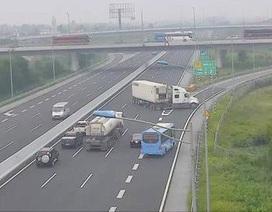 Xử nghiêm tình trạng xe đi ngược chiều, đi lùi trên cao tốc