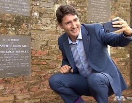 """Khoảnh khắc """"tự sướng"""" đặc biệt của Thủ tướng Canada tại Singapore"""