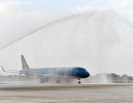 Phun vòi rồng đón máy bay A321neo hiện đại của Vietnam Airlines