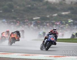 Andrea Dovizioso chiến thắng trong cơn mưa lớn tại Valencia