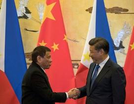 """Philippines vẫn """"loay hoay"""" chờ đợi sau 2 năm xoay trục từ Mỹ sang Trung Quốc"""