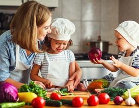 Mẹ có biết: Hướng dẫn cho bé chuyển từ ăn dặm sang ăn cơm với chế độ dinh dưỡng cân bằng