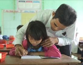"""""""Người cha đặc biệt"""" của những học trò nghèo"""