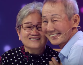 Câu chuyện đầy nước mắt của cụ ông hơn 30 năm hát lô tô