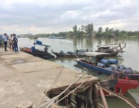 Trục vớt hàng chục tấn hóa chất bị chìm dưới sông Đồng Nai