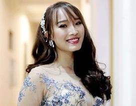 Hoa khôi Imiss Thăng Long đọ sắc cùng nữ sinh trường cũ