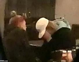 Vợ mới cưới an ủi, động viên Justin Bieber tại quán bar