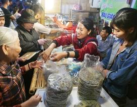 Đặc sản 3 miền hội tụ ở Hà Nội thu hút hàng nghìn người dân thưởng thức