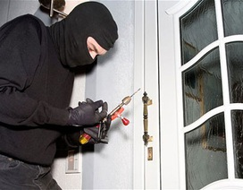 """Ở chung cư cao cấp, cư dân vẫn phát hoảng vì… trộm phá cửa """"ghé thăm"""""""