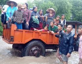"""Ninh Thuận mênh mông """"biển nước"""", mưa vẫn chưa ngừng"""