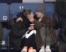 Justin Bieber tình tứ Hailey Baldwin khi đi xem thể thao