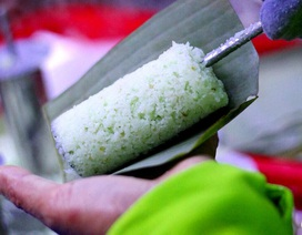 Bán bánh lạ bọc ống inox: Bám vỉa hè Hà Nội, chàng trai thu 70 triệu đồng/tháng