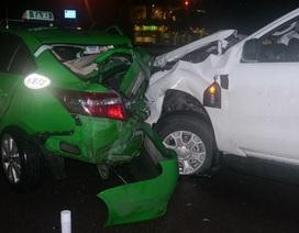 Nhập viện vì đứng giữa đường mải... ghi hình tai nạn giao thông