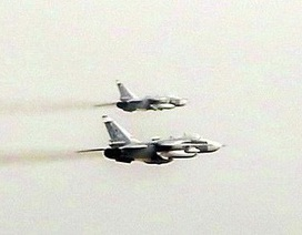 """Anh """"tố"""" 17 máy bay chiến đấu Nga áp sát nhóm tàu NATO gần Crimea"""