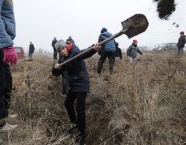 """Người Ukraine đào hào """"lên dây cót"""" kịch bản xung đột với Nga"""