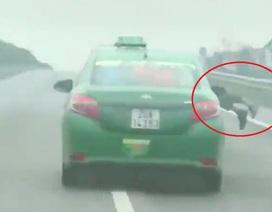 """Hà Nội: Lái xe hất cảnh sát lên nắp capo lĩnh án về tội """"Giết người"""""""