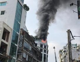 Khách sạn ở Trung tâm Sài Gòn cháy ngùn ngụt, khách nước ngoài ôm đồ chạy