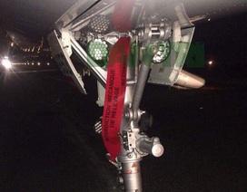 """Máy bay Vietjet gặp sự cố, mất 2 bánh trước, hơn 200 hành khách """"tiếp đất"""" bằng lối thoát hiểm"""