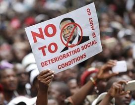 Chính phủ Zimbabwe thất hứa với dân, nền kinh tế ngày càng sa sút