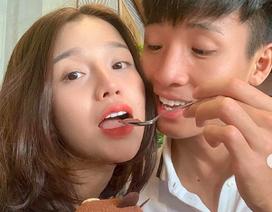 """Những khoảnh khắc """"tình bể bình"""" của cầu thủ U23 Việt Nam với bạn gái"""