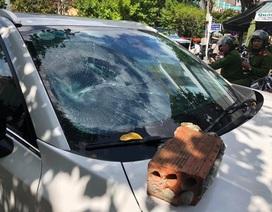 Mazda CX5 bị đập nát kính khi đang đậu ngay trung tâm Đà Nẵng