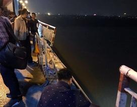 Xe Mercedes rơi xuống sông Hồng: Tổ chức lại giao thông cầu Chương Dương?